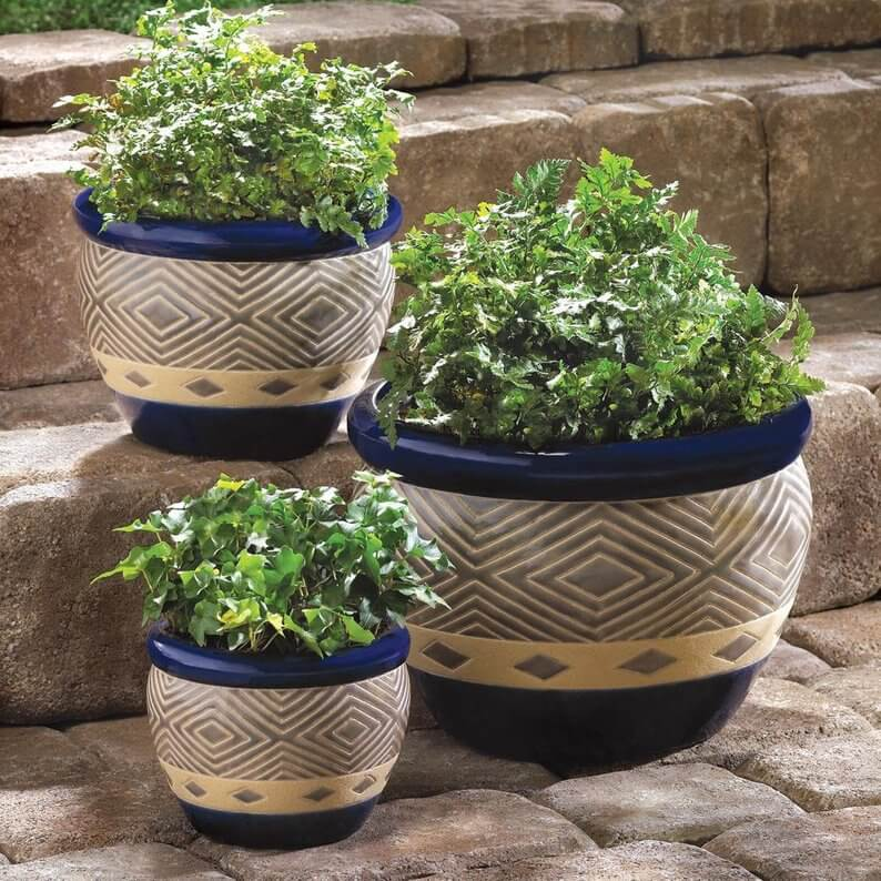 Outdoor planter trio for steps