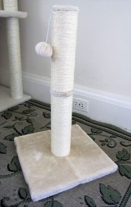 Sisal rope scratching post