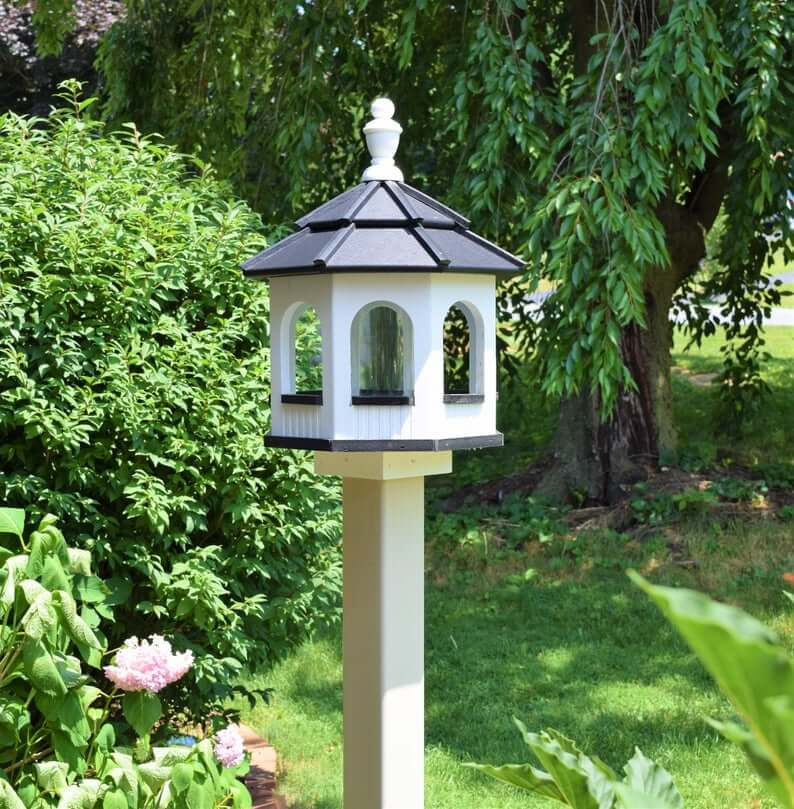 How to Make a Bird Feeder Station